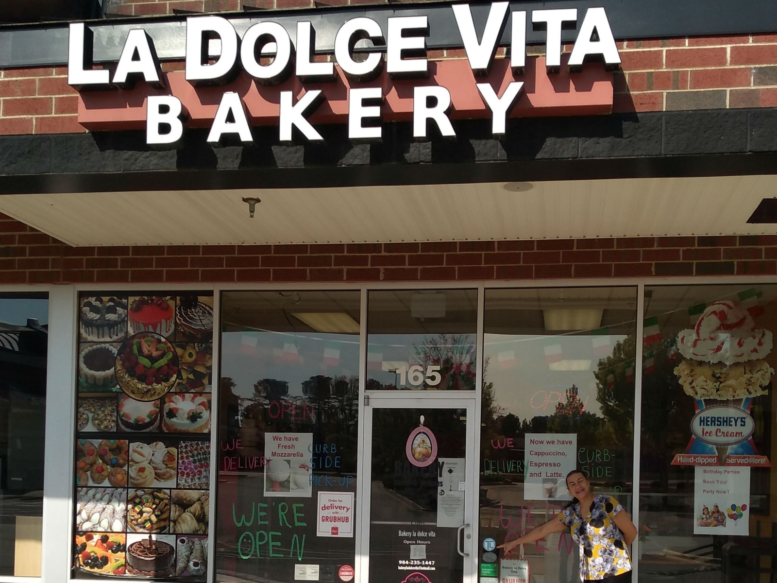 Bakery La Dolce Vita, New York-style, Italian bakery in Wake Forest NC offering made from scratch pastries cakes, pies, cannolis and more.